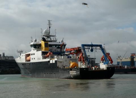 RRS Discovery leaving Southampton