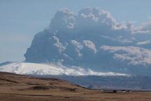 Eyjafjallajökull volcano plume (2010-04-18 by Boaworm)