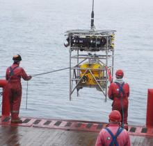 Robot carrying seismic recorder is launched towards the seabed