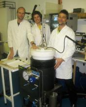 Dr Sven Thatje (left) and his team