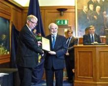 Professor Gwyn Griffiths (centre) receives the SUT President's Award